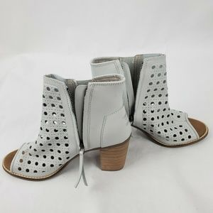 Toms Shoes - Toms White Leather Zip Up Peep Toe Heeled Booties